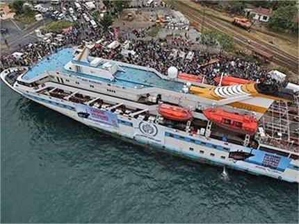 Арестуваната флотилия акостира в Ашдод