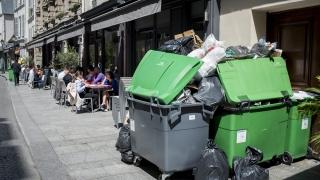 """Париж """"посреща"""" Евро 2016 затънал в боклуци"""