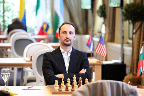 Топалов започна със загуба в Москва