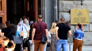 Социолози: Къс парламент - ГЕРБ и БСП губят 20 мандата, ИТН и ДБ ги печелят