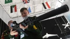 Русия почти спря продажбата на оръжие за долари