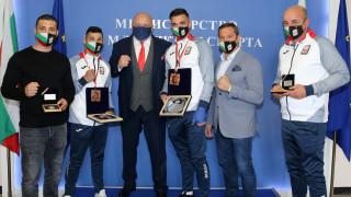 Министър Кралев награди медалистите от Световното по бокс за младежи и девойки
