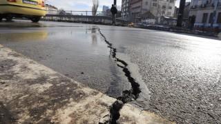 Пукнатините на Лъвов мост не са пукнатини, а фуги, нормално е