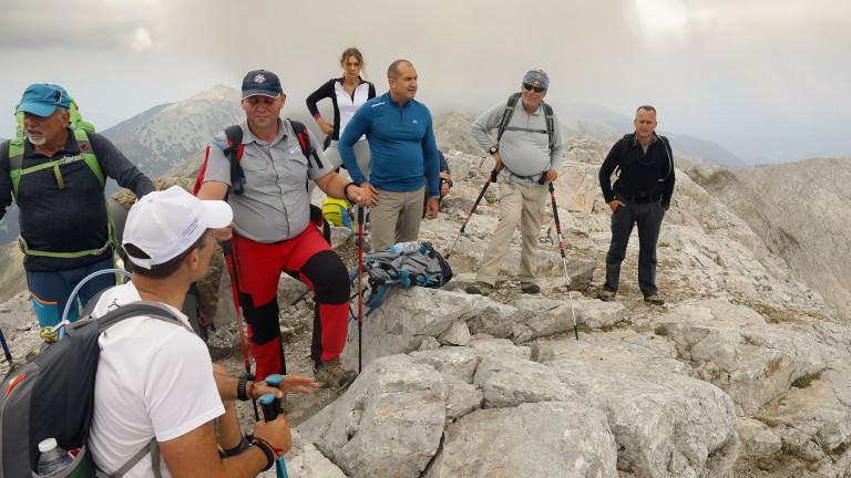 Президентът Румен Радев участва заедно с планински водачи, спасители и
