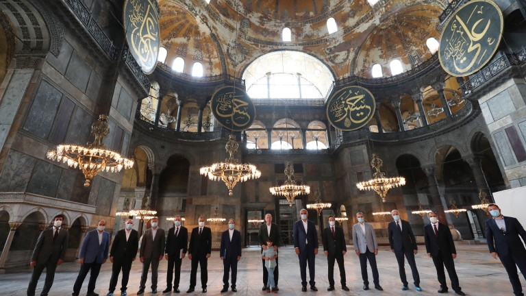 Топ мюсюлмански духовник в Турция е атакуван заради коментари, които