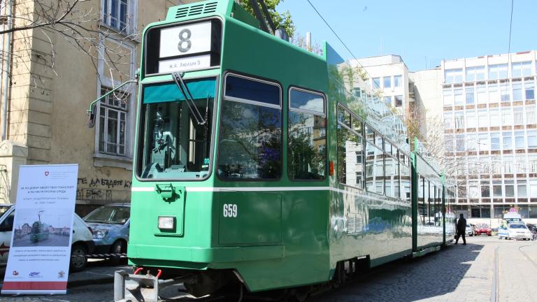 Швейцарски трамваи тръгват по улиците на София