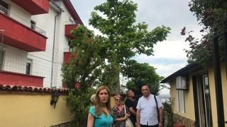 Ангелкова иска КЗП да затвори къща за гости в Свети Влас. Веднага