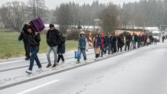 От партията на Меркел искат до 65 000 мигранти годишно