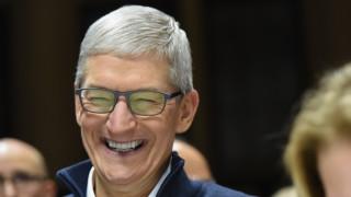 Защо шефът на Apple си смени името