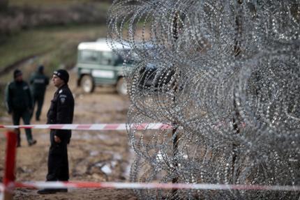 Обявиха петте фирми, които ще строят граничната ограда