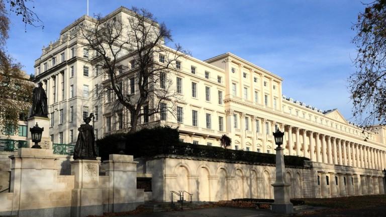 Снимка: Милиардерът-колекционер, който си купи 200-годишно имение до Бъкингамския дворец