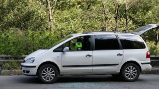 """С изкуствени """"тапи"""" по пътя полицаи заловиха пернишки автокрадци"""