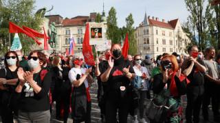 Многохиляден митинг в Любляна, поискаха оставката на премиера