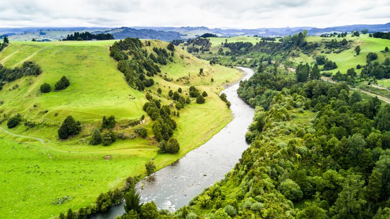 Течаща през сърцето на Северния остров на Нова Зеландия, река