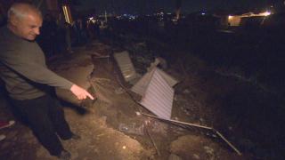 """Жители на """"Факултета"""" блокираха влака за Перник заради свлачище"""