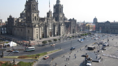 Мексико продава долари, за да спаси песото