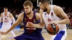 Везенков изгледа от скамейката драматичен успех на Барселона