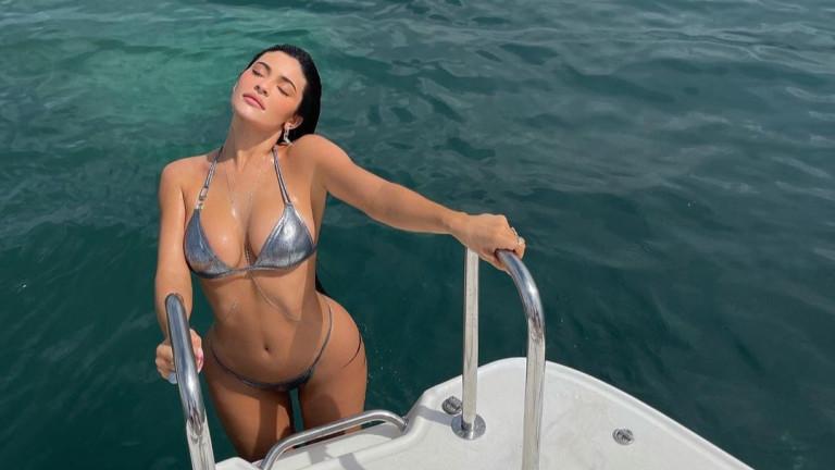 10 секси звезди и първите снимки по бански това лято