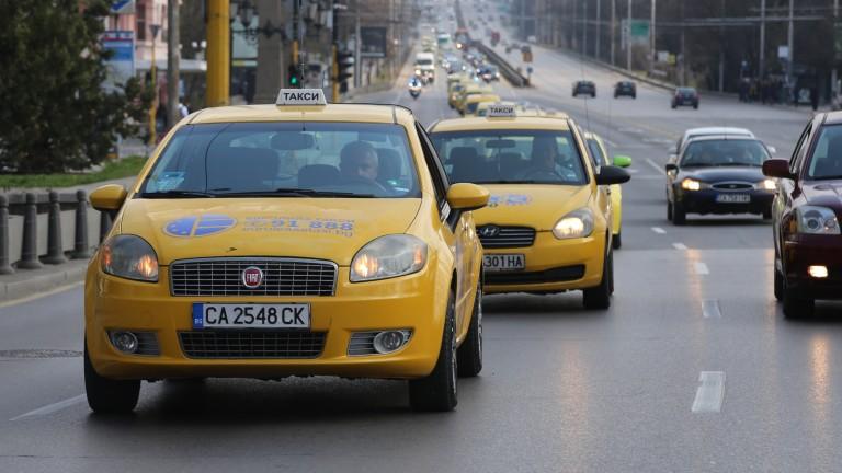 Таксиметровите шофьорите бъркат още по-дълбоко в джоба ни чрез ръката на държавата