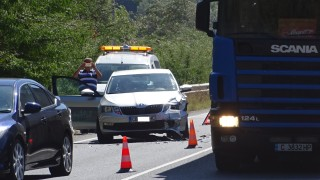 Катастрофа блокира трафика преди тунела край село Железница