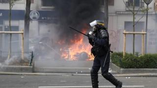 Безредици в Париж, крайнолеви анархисти чупят и палят