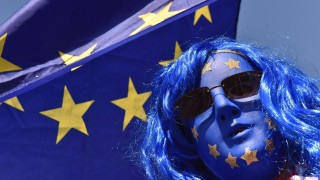 Лъжи, обещания и заклинания: Какво ще стане с Великобритания?