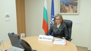 Захариева: НАТО има важна роля в борбата с пандемията