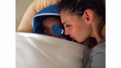 Златка Димитрова хем показа, хем скри бебето си пак (СНИМКИ)