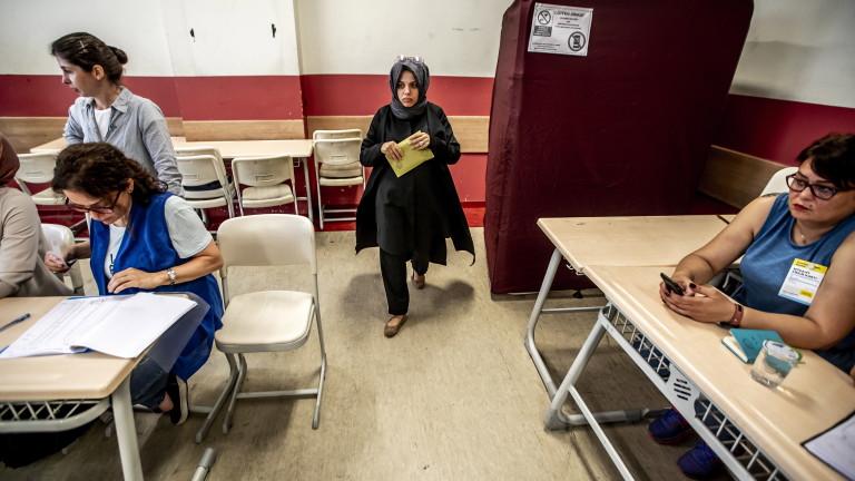 Гласуването на изборите в Турция официално приключи, съобщава