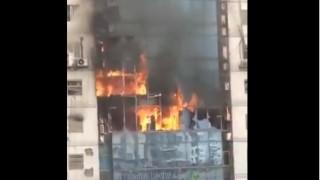 Най-малко 6 души са скочили от горяща 19-етажна сграда в столицата на Бангладеш