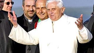 """Ал Кайда: Посещението на папата в Турция е """"кръстоносен поход"""" срещу исляма"""