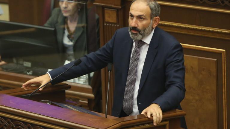 В парламента на Армения стигнаха до масов бой