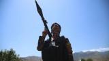 Талибаните издигнаха знамето си на границата между Афганистан и Таджикистан