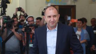 Радев се захвана с изпълнителната власт, руски сенатор ни поучава, Македония очаква дата за преговори…