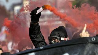 Разпръсват със сълзотворен газ протестиращи срещу Тръмп