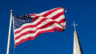 Американците зарязват религията заради алергична реакция към християнския национализъм