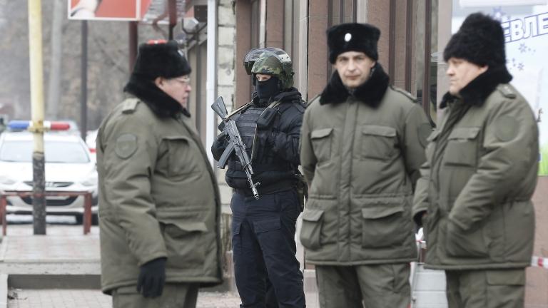 Мъж рани с нож двама миряни в църква в Москва
