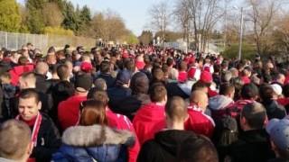 Половин час преди дербито: Така изглежда опашката за билети в Разград