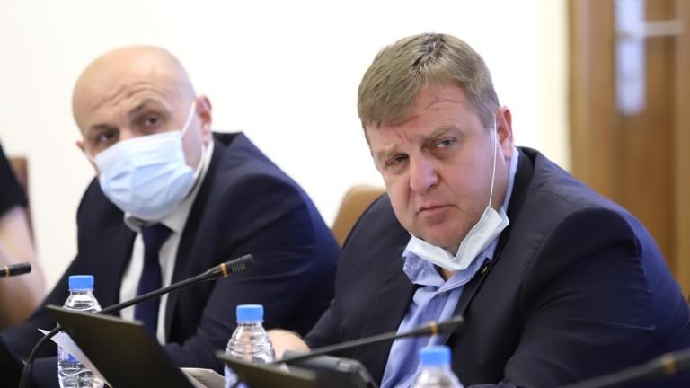 Сезонът не е подходящ за полеви болници, предупреди военният министър