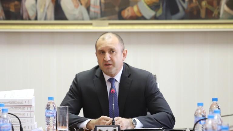 Радев: Правителството продължава да залага на ниски заплати и ниски данъци