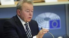 Кандидатът на Полша за еврокомисар взе поправителния изпит в европарламента