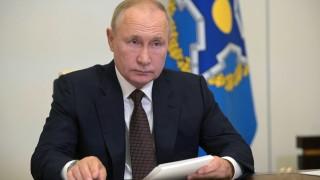 В обкръжението на Путин имало десетки болни от COVID-19, но той не бил заразен