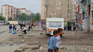"""Почерпен циганин рани полицай в """"Столипиново"""""""