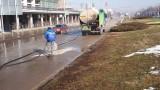 Започна механизирано метене и миене на улици