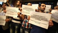 Турски студенти протестират пред СУ и премиера
