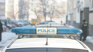 Полицай блъсна патрулка в паркирана кола