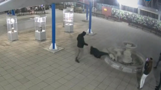 Разследват счупения от ученици фонтан в Казанлък