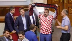 """Украйна предлага работа и изплащане на глобата на хърватина за """"Слава на Украйна"""""""