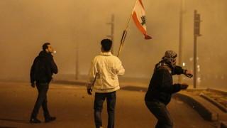 Сълзотворен газ и гумени куршуми в Бейрут