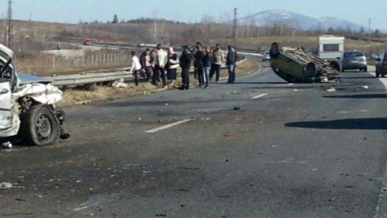 3-ма души са в болница след челен сблъсък край Пловдив